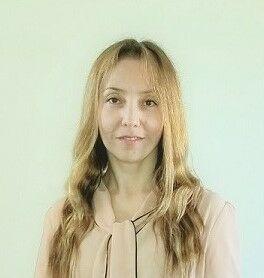 Claudia Morón,  in Calabasas, Pinnacle Estate Properties