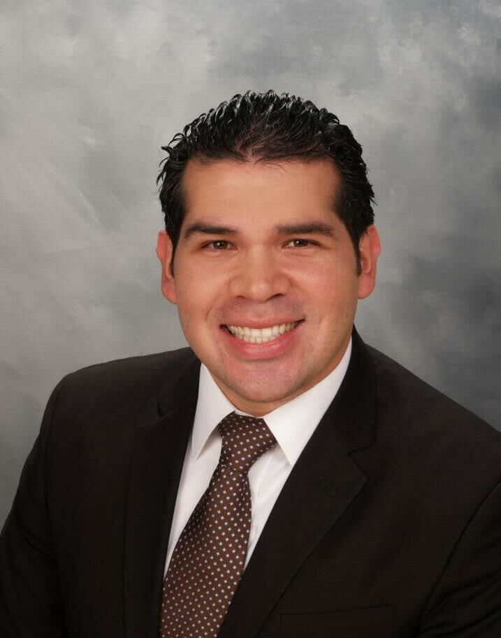 Alex Mendoza,  in Northridge, Pinnacle Estate Properties