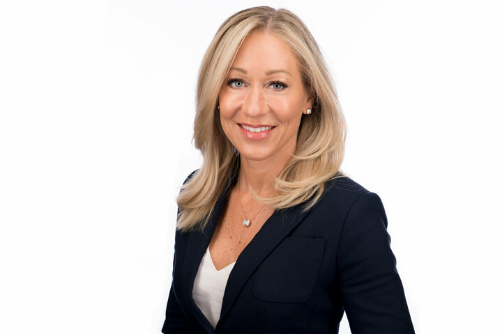 Kerri Richards, Luxury Listing and Relocation Specialist in Henderson, Windermere