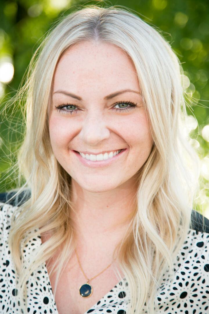 Katelyn Dale,  in Portland, Windermere